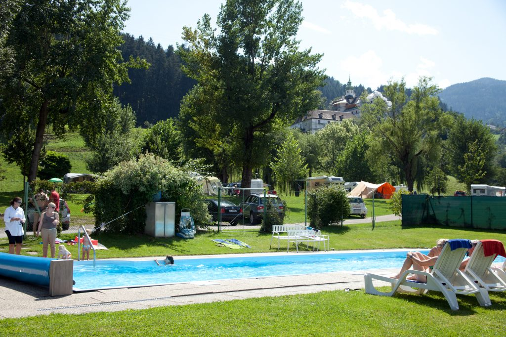 heated pool at Schlosscamping Aschach camping ground tyrol