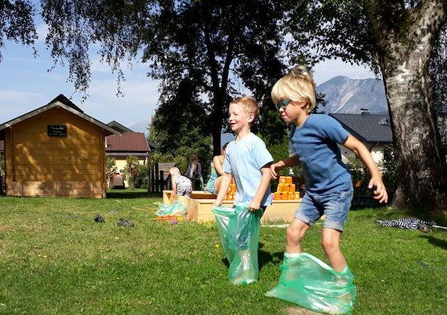 Spiel Spaß Kinderanimation Schlosscamping Volders Camping Tirol