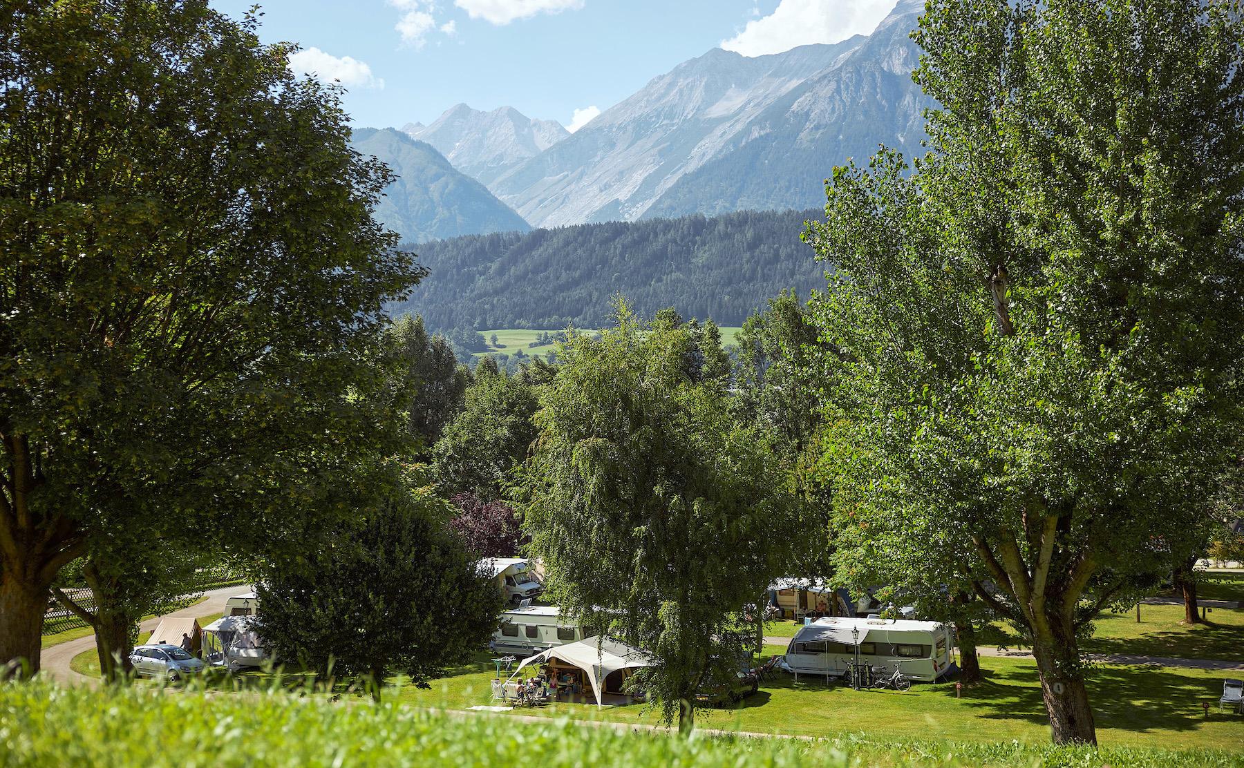 Schlosscamping Blick auf Campingplatz gegen Norden