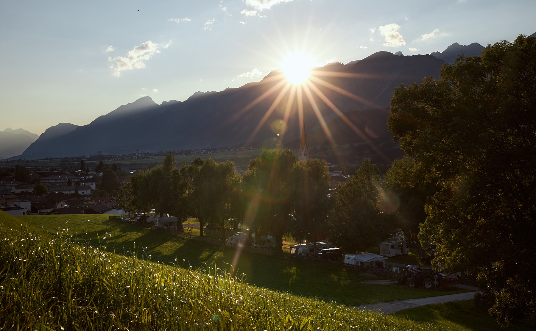 Schlosscamping Aschach bei Sonnenuntergang